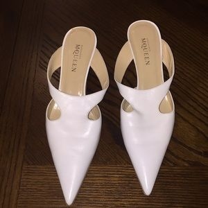 Alexander McQueen white pointy heel shoes 10